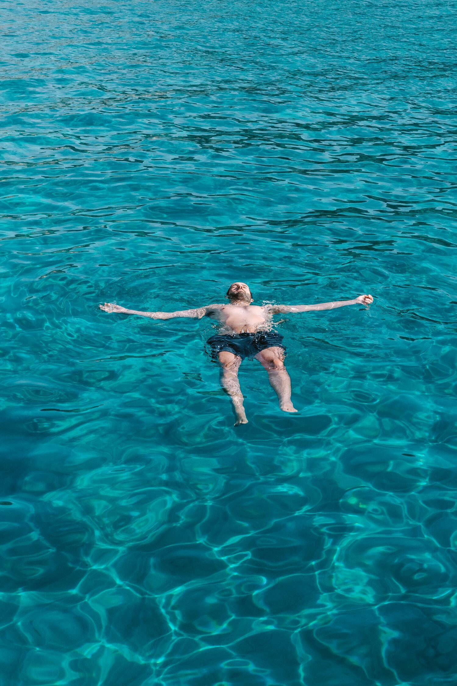 The crystal blue water of Ammoudaraki Beach. One of the best Milos beaches