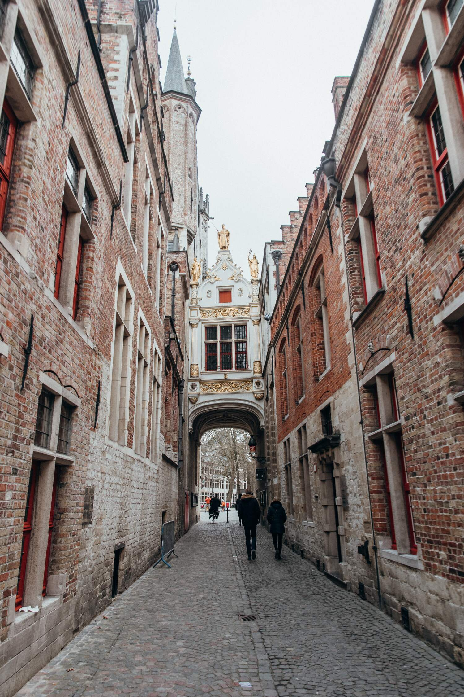 The narrow street Blinde Ezel Straat which leads to Bruges City hall