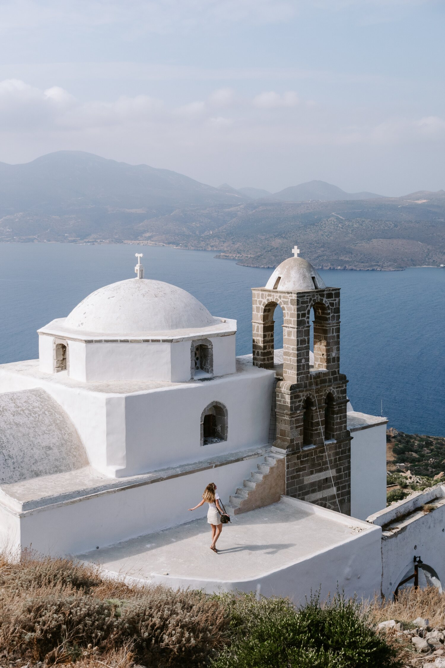 The best view point in the Greek island of Milos is definitely from Plaka Castle and it is perfect for sunset