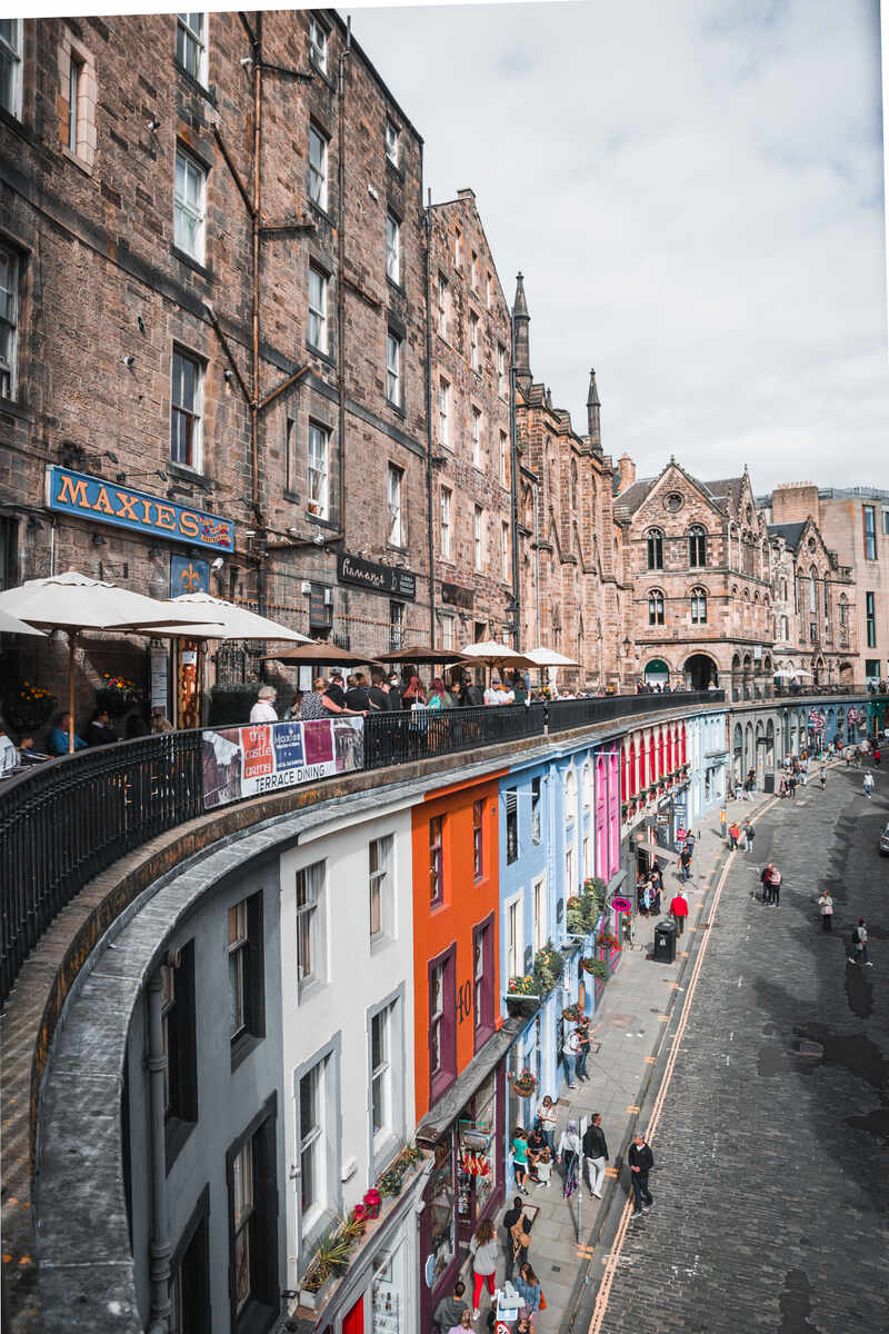 A view of Victoria Street what to visit in Edinburgh